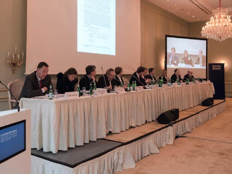 Panel Internationales Steuerrecht: Baker QC (UK), Birnbaum (SAP), Blessing (USA), Eisgruber (BMF), Hey (Univ. Köln), Hierstetter (GE), GAin Kokott (EuGH), Lienemeyer (EU-Kommission), van Lishaut (FinMin NRW), Williams (UK); Mod.: Linn